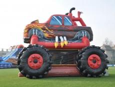 pronajem-skakaciho-hradu-auto