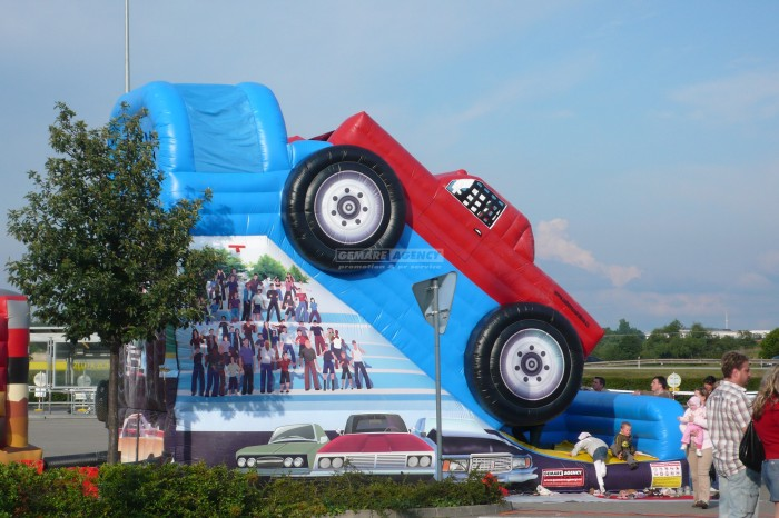 Nafukovací skluzavka Monster truck